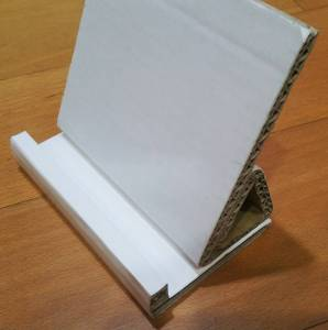 My DIY tablet stand with corrugated fiberboard